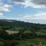 ein Blick auf die nahegelegenen Dentelles de Montmirail