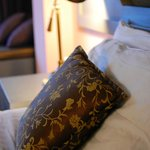 Throwpillows in each bed and couch