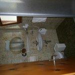 Salle de bains n°2 avec douche et wc