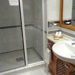 3-Bedroom Apartment – Bathroom in the 2nd Bedroom