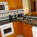 3-Bedroom Apartment – Fully Equipped Kitchen
