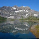 Vue sur le lac et la Tour Sallière