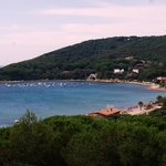 La spiaggia di Procchio vista dall'hotel