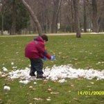 Crianças brincando com a Neve no parque do retiro