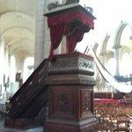 La chaire intérieure de l'église