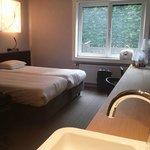 Zeer praktische en mooie kamer met verschrikkelijk heerlijke bedden!