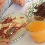 Feliz del súper desayuno