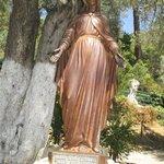 statue de la vierge marie sur le site