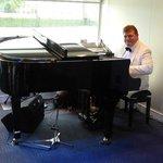 Pianist on board