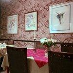 Une des salles du restaurant.