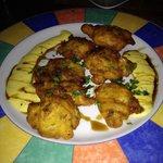 Buñuelos de bacalao con salsa de mango