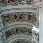 Peintures et sculptures du plafond