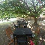 Zona colazione in giardino