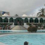 Pool und Restaurant