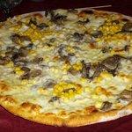 Pizza funghi mozzarella mais