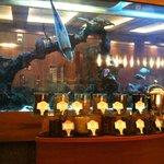 L'assortiment des thés, au fond l'aquarium