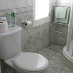 En-suite bathroom - Room 7