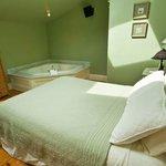 Deluxe Jacuzzi Room - Green Room