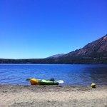 nuestros kayaks en el lago gutierrez