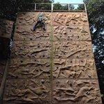 mi chiquita en el muro de escalada!