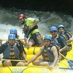los chicos en el Raftting