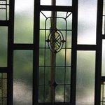 ステンドグラス調の窓