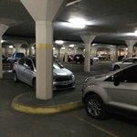 Estacionamiento grande( hay otro chico)