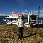 Barco que nos leva até a ilha