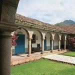 中庭を囲む回廊