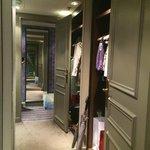 Junior Suite - walk in closet room 5008
