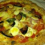 pizza parmigiana, da notare la quantita' delle melanzane...
