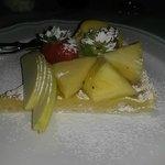 Dolce con frutta fresca