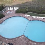 Vue sur la piscine de notre condo # 305 le 9 mai 2014.