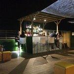 terraza con el bar de cockteles