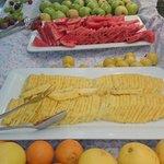 Bär och frukt vid middagen