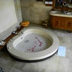 Love Shape Tub