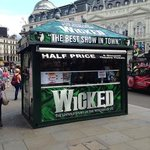 1/2 price ticket booth in Piccadilly Circus (Globaltraveler)