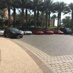 Ferrari nel parcheggio