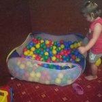 basen z kulkami w pokoju zabaw :-)