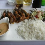 gamba´s, rice, gently hot sauce, salad and dressing