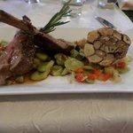 souris d'agneau et minestrone de légumes d'été