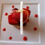 Fruits rouges de Jumièges, crème de litchis, sorbet fraises.