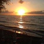 vue du coucher de soleil sur la mer