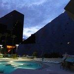 Piscine et hôtel de nuit