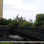 one of the many bends in the high line, with seating and refreshment cart vendors