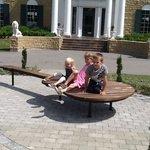 tre glade børn