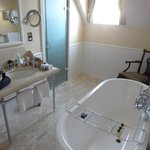 Spacious Bathroom - Room 62