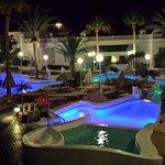 Parte della piscina superiore di sera. Bellissima