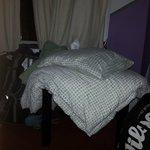 Por que roupa de cama extra para um quarto que já estava completo com 6 pessoas?