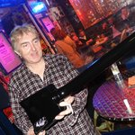 2012-05-19 Allan Holdsworth outside the club